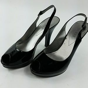 Women's 8 Guess Black Heels C14